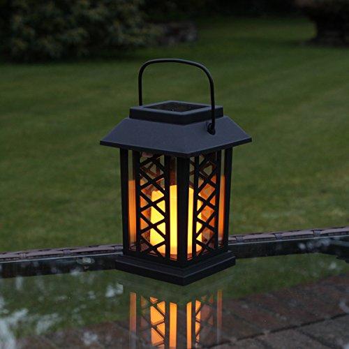 schwarze Solar Laterne mit LED Kerze und täuschend echt wirkenden Flacker-Effekt von Festive Lights
